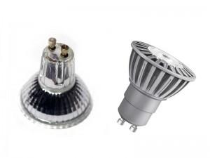 Halogen-Lampe mit GU-10 Sockel und LED-Alternative von Osram.