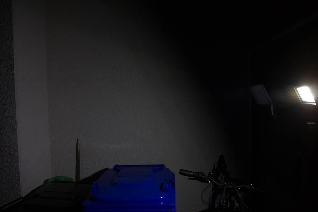 Frostfire Leuchte im Betrieb im Dunkeln.